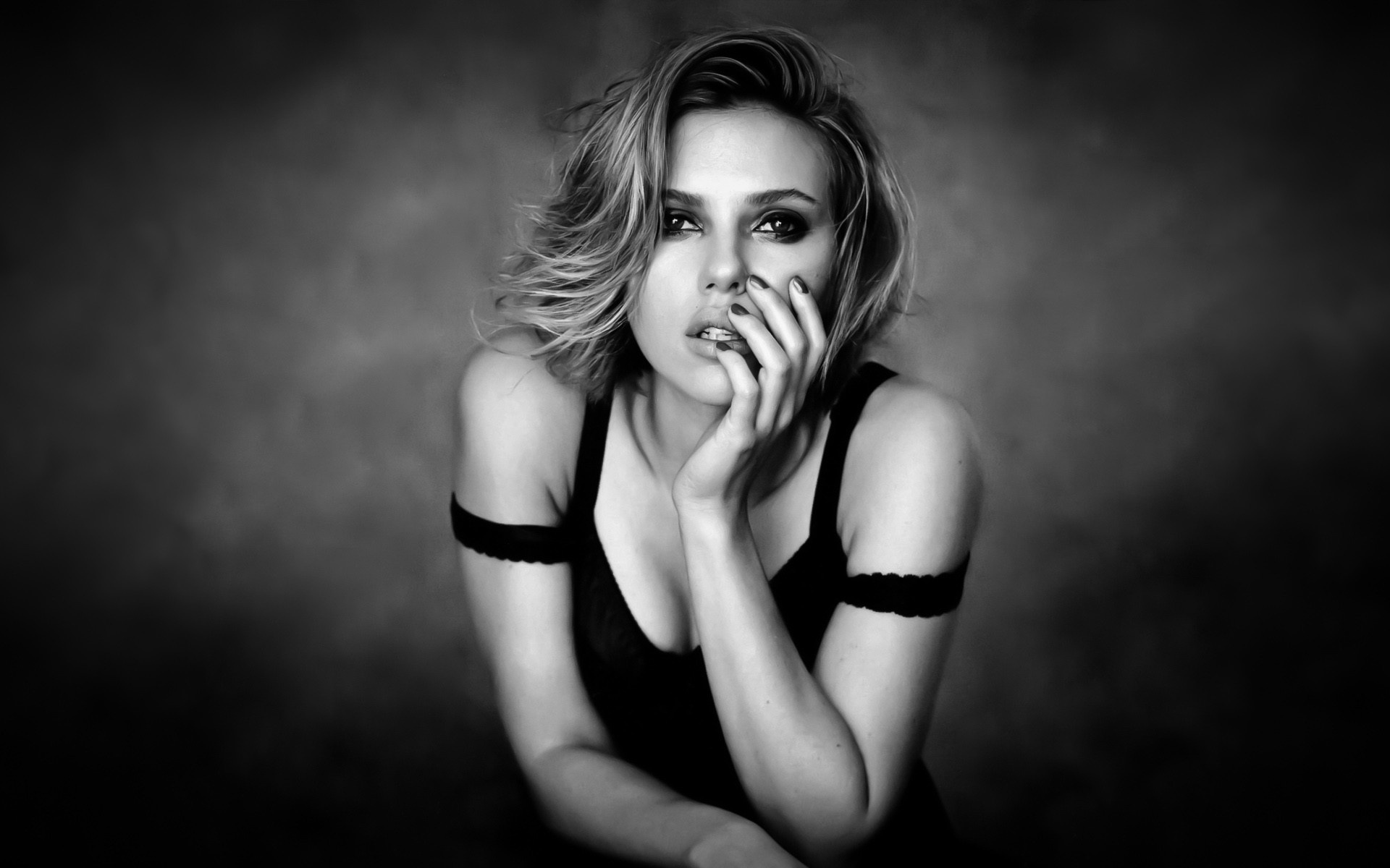 scarlett sexy in black and white